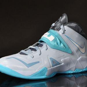 Nike LeBron Zoom soldier 7 sneakers